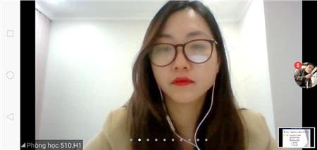 Khi cô giáo xinh đẹp xuất hiện giảng dạy giờ học online của lớp bạn...