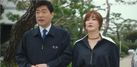Kang Min Jung từng thân thiết và tín nhiệm bố của Park Sae Ro Yi