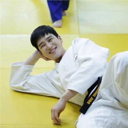 Chuyện chưa kể về thiếu gia bất tài của 'Tầng lớp Itaewon': Đẹp trai lồng lộn, body hấp dẫn, đi diễn vì đam mê và yêu thầm Song Hye Kyo 3