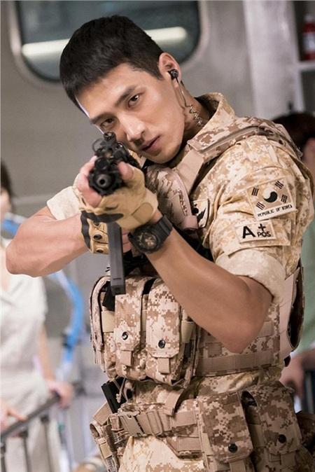 Bo Hyun bắt đầu được biết đến khi tham gia Hậu duệ mặt trời