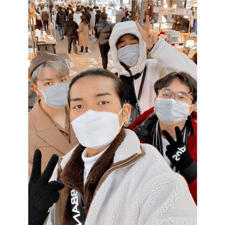 BB Trần cùng những người bạn đã hủy tất cả các show diễn đểcách ly 14 ngày khi quay về từHàn Quốc