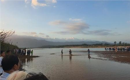 Đoạn sông Vu Gia nơi xảy ra vụ chìm ghe khiến 6 người chết. Ảnh: H. Văn