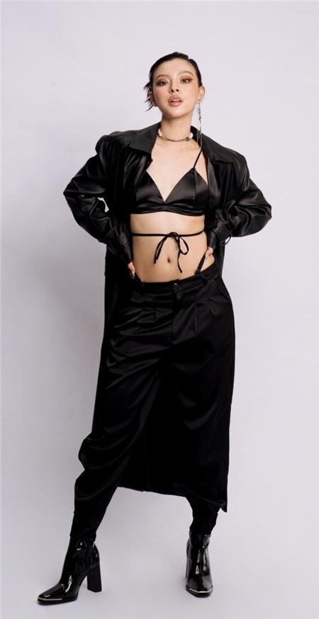 Diện 3 set đồ trendy Tú Hảo khoe khéo đường cong nóng bỏng, chứng minh gu thời trang ngày càng thăng hạng 7