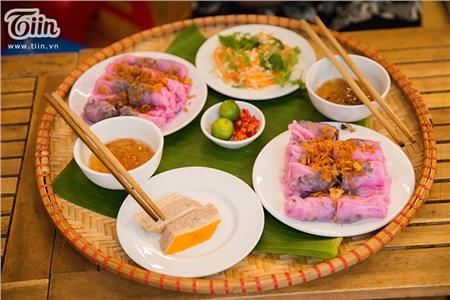 Khám phá món bánh cuốn thanh long 'hot trend' ở Hà Nội, khách nước ngoài cũng rần rần rủ nhau đến thử 3