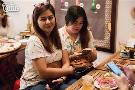 Khám phá món bánh cuốn thanh long 'hot trend' ở Hà Nội, khách nước ngoài cũng rần rần rủ nhau đến thử 8