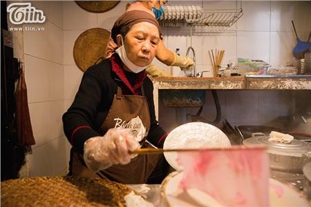 Khám phá món bánh cuốn thanh long 'hot trend' ở Hà Nội, khách nước ngoài cũng rần rần rủ nhau đến thử 11