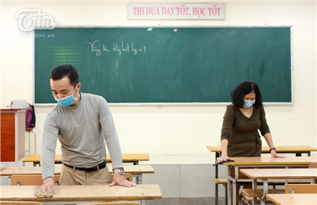 Từng phòng học được giáo viên, phụ huynh dọn dẹp sạch sẽ.