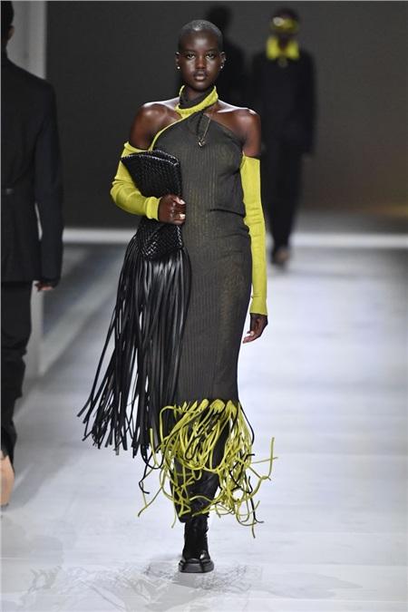 Tua rua bất ngờ lên ngôi trên các sàn diễn trong Milan Fashion Week Spring and Fall 2020 2