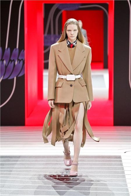 Tua rua bất ngờ lên ngôi trên các sàn diễn trong Milan Fashion Week Spring and Fall 2020 4