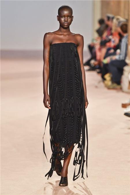 Tua rua bất ngờ lên ngôi trên các sàn diễn trong Milan Fashion Week Spring and Fall 2020 11