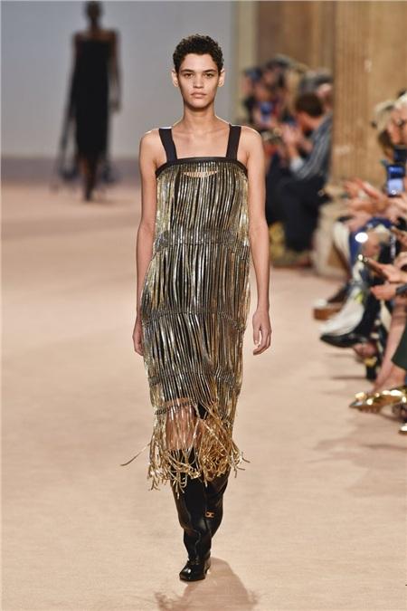 Tua rua bất ngờ lên ngôi trên các sàn diễn trong Milan Fashion Week Spring and Fall 2020 12
