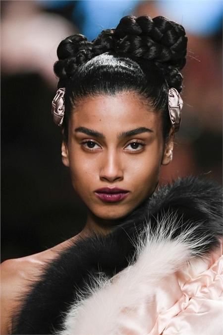 Milan Fashion Week Fall and Winter 2020 tràn ngập xu hướng làm đẹp khác lạ 5