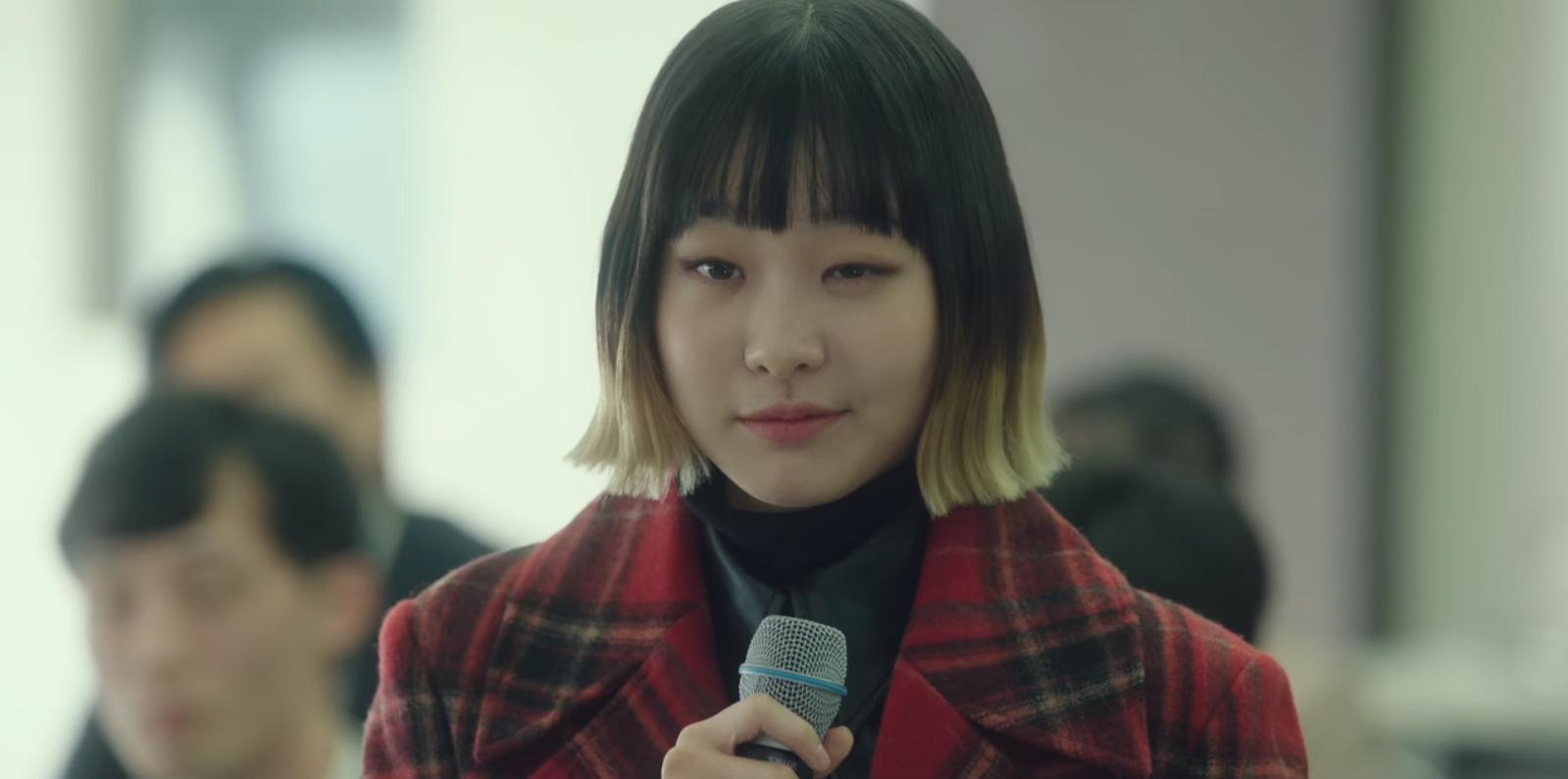 Đội mũ bảo hiểm vào để xem cách 'điên nữ' Kim Da Mi 'bẻ lái' hai bố con kẻ thù của Park Seo Joon 1