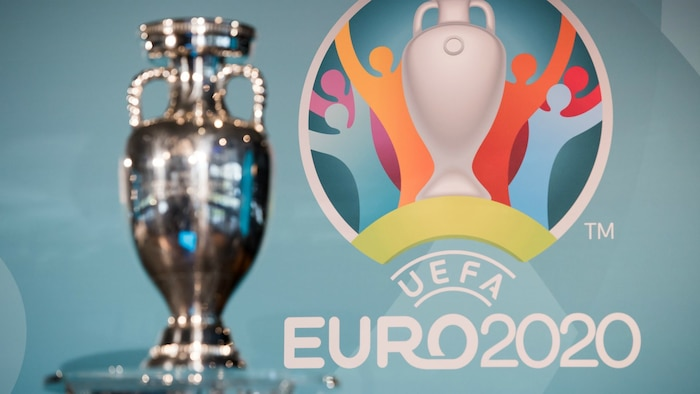 UEFA quyết định dời EURO 2020 sang năm 2021.