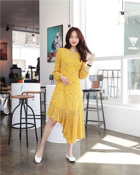 Rất ít các mẫu váy có họa tiết vừa khiến nàng nữ tính lại hấp dẫn như hoa nhí.