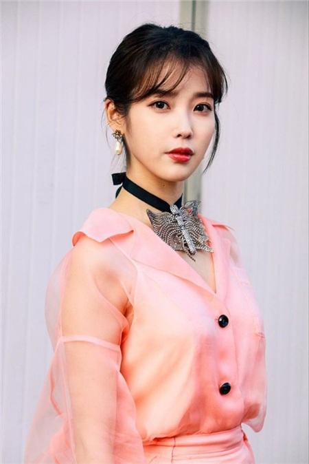 IU đứng đầu trong cuộc khảo sát những ca sĩ solo quyền lực nhất Hàn Quốc tại thời điểm hiện tại, với 74 phiếu bầu.