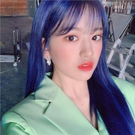 Idols nhiệt tình 'lăng xê' màu sắc năm 2020: IU xinh như công chúa nhưng vẫn chưa được khen ngợi bằng nhân vật này! 6