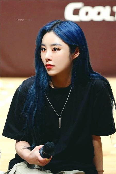 Idols nhiệt tình 'lăng xê' màu sắc năm 2020: IU xinh như công chúa nhưng vẫn chưa được khen ngợi bằng nhân vật này! 8
