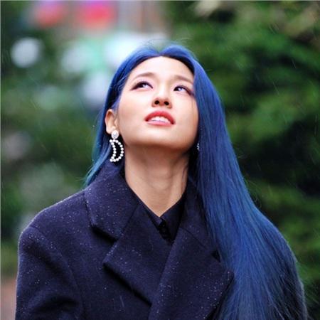 Đặc biệt trong lần tham gia show diễn thời trang đầu năm nay, Seolhyun đã chiếm trọn 'spotlight' với vẻ ngoài cực thu hút của mình.