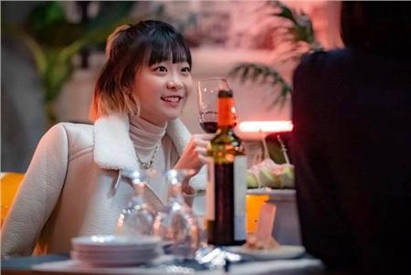 'Điên nữ' đi hẹn hò nhóm và bị một tên 'trai đểu' quấy rối. Đây là lần thứ 2 cô gặp gỡ Sae Ro Yi và được anh giúp đỡ