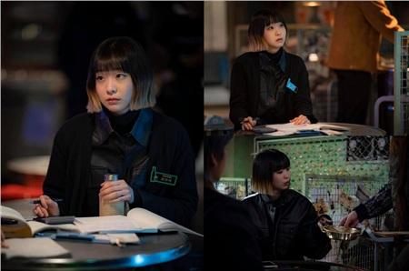 Ảnh hậu trường của Kim Da Mi 'Itaewon Class': Trong phim siêu 'ngầu', ngoài đời lại siêu đáng yêu 11