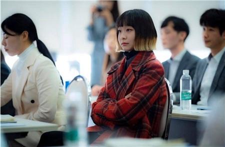 Ảnh hậu trường của Kim Da Mi 'Itaewon Class': Trong phim siêu 'ngầu', ngoài đời lại siêu đáng yêu 17