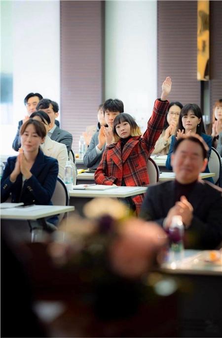 Ảnh hậu trường của Kim Da Mi 'Itaewon Class': Trong phim siêu 'ngầu', ngoài đời lại siêu đáng yêu 18