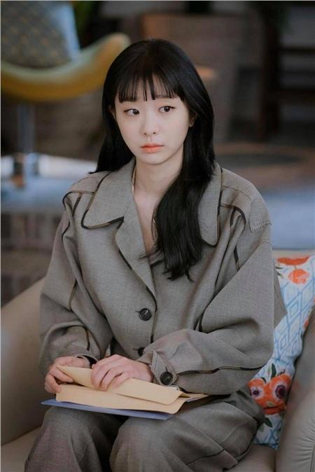 Ảnh hậu trường của Kim Da Mi 'Itaewon Class': Trong phim siêu 'ngầu', ngoài đời lại siêu đáng yêu 24