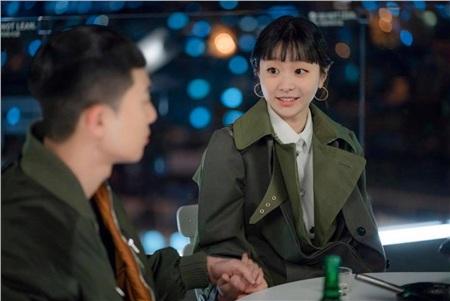 Ảnh hậu trường của Kim Da Mi 'Itaewon Class': Trong phim siêu 'ngầu', ngoài đời lại siêu đáng yêu 27