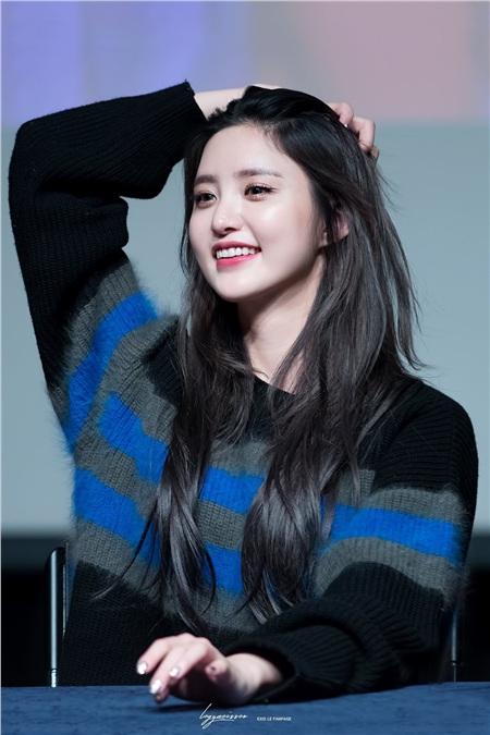 Em út Jeonghwaký hợp đồng vớiJ,Wide Company với tư cách ca sĩ & diễn viên.