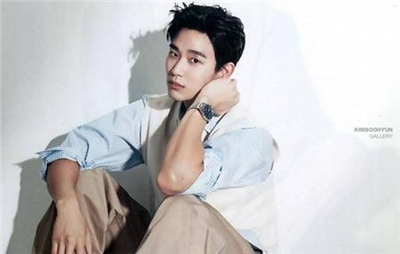 Đẳng cấp của Kim Soo Hyun là không cần khoe body sáu múi, mặc đồ kín bưng vẫn khiến bao nàng 'điêu đứng' 2