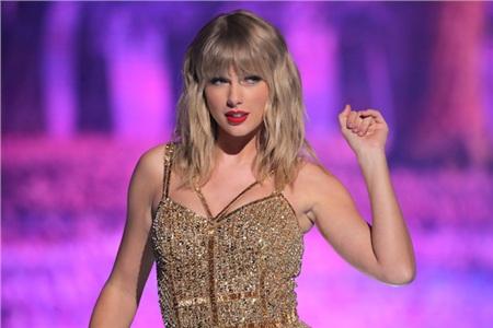 Có phải đến khi bị Kanye West giật mic, Taylor Swift mới thực sự nổi tiếng toàn cầu hay không?