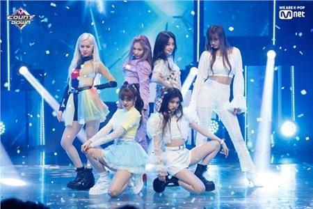 11 outfit 'khó hiểu' của các nhóm nhạc Kpop gần đây, BlackPink và BTS bất ngờ đứng top đầu 6