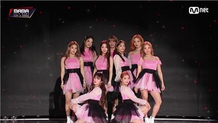 11 outfit 'khó hiểu' của các nhóm nhạc Kpop gần đây, BlackPink và BTS bất ngờ đứng top đầu 16