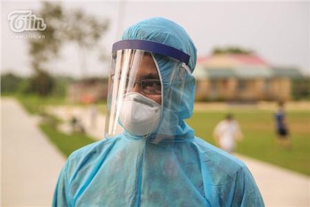 Lực lượng hỗ trợ phải trang bị đầy đủ quần áo bảo hộ như quy định.