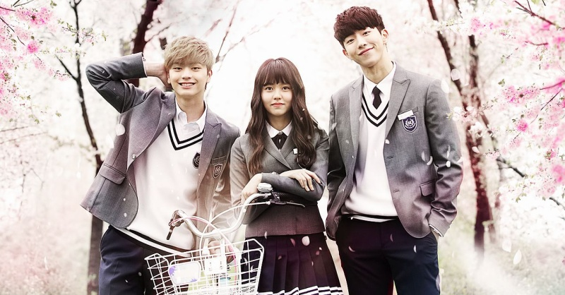 Ba diễn viên chính của phiên bản Hàn đều là mỹ nam mỹ nữ.