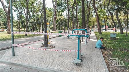 Những khu vực tập luyện thể thao trong khuôn viên công viên cũng được rào chắn kỹ càng.