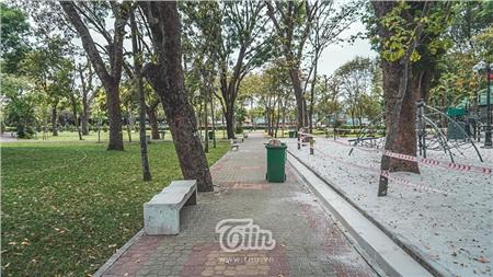Đây có lẽ là khoảng thời gian bình lặng nhất của Sài Gòn khi chính quyền địa phương khuyến cáo người dân hạn chế ra đường trong 2 tuần nhằm hạn chế sự lây lan của dịch bệnh Covid-19.
