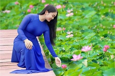 Năm ngoái, Thiện Nhân đã ra MV 'Nhớ quê' - một ca khúc nhạc sĩ Minh Vy (chồng Cẩm Ly) viết về mảnh đất miền Trung - quê hương cô. Sau 6 năm đi hát, ca sĩ cho biết bản thân mình trưởng thành, chín chắn hơn trong cách suy nghĩ.