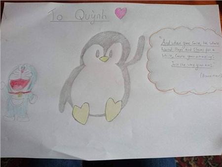 Tranh chồng Quỳnhvẽ tặng cô bạnkhi cônói dáng đi của côtựa như chim cánh cụt