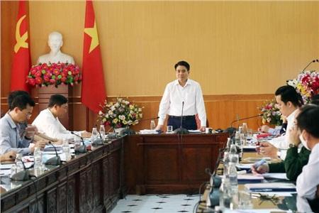 Chủ tịch Hà Nội Nguyễn Đức Chung chủ trì cuộc kiểm tra phòng chống dịch COVID-19 trên địa bàn vào sáng 26-3.