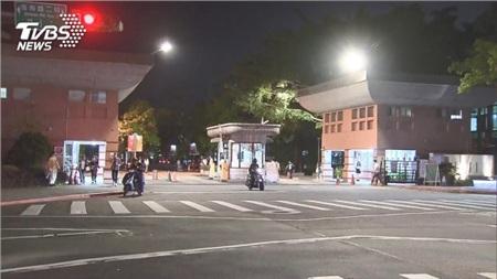 Điều may mắn là 'bệnh nhân 17' sau khi về Đài Loan đã không vào trường mà tự cách ly tại nhà.