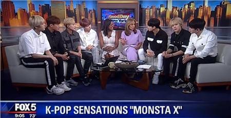 Dù vậy, nhóm nhạc này lại có ảnh hưởng đáng ngạc nhiên ở Mỹ và thậm chí còn trở thành những đại diện Hàn Quốc đầu tiên xuất hiện trên một số chương trình lớn ở xứ Cờ Hoa. - Monsta X được ưu ái lên sóng talk show Good Day New York nổi tiếng nước Mỹ.