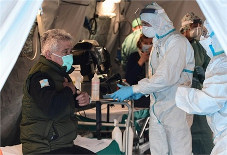 Italy đang là nước có tỷ lệ tử vong do Covid-19 cao nhất thế giới. Ảnh: AFP