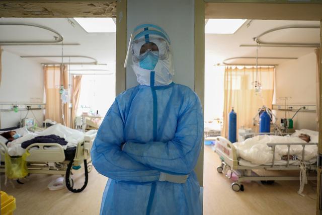 Diễn biến sức khỏe của BN 174 - nhân viên căng tin BV Bạch Mai sau khi được phát hiện nhiễm Covid-19 1