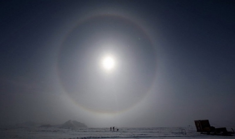 Bức xạ mặt trời ở Nam Cực vào tháng 10/2015, khi lỗ hổng ozon đạt kích thước kỉ lục. (Ảnh: EPA)
