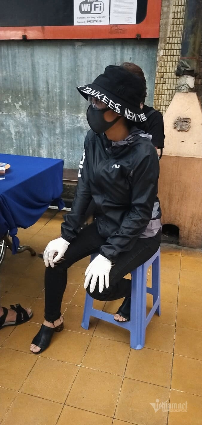 Ốc Thanh Vân đến để lo liệu đám tang, tiễn biệt người bạn thân thiết (Ảnh: Vietnamnet)
