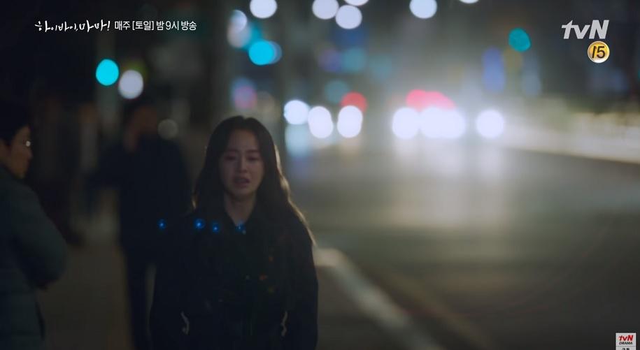 'Mẹ ma' Cha Yoo Ri khóc khi biết được con gái Seo Woo nhìn thầy bản thân mình lúc cô là ma