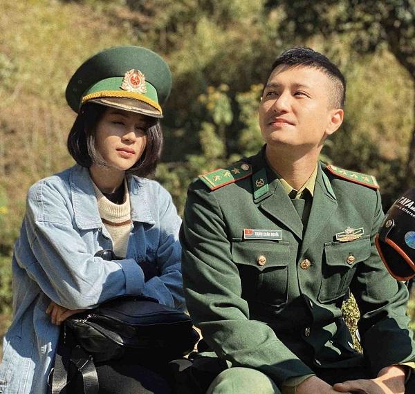 Cô giáo Hòa (Thu Trang) và anh bộ đội biên phòng Nghĩa (Huỳnh Anh)