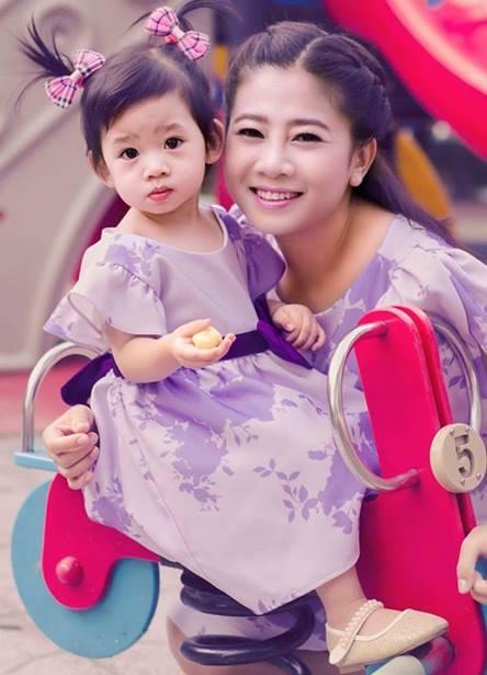 Hình ảnh của Mai Phương và bé Lavie.